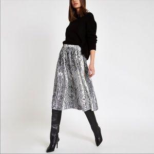 Dresses & Skirts - ✨PARIS✨ Chic print pleated midi skirt